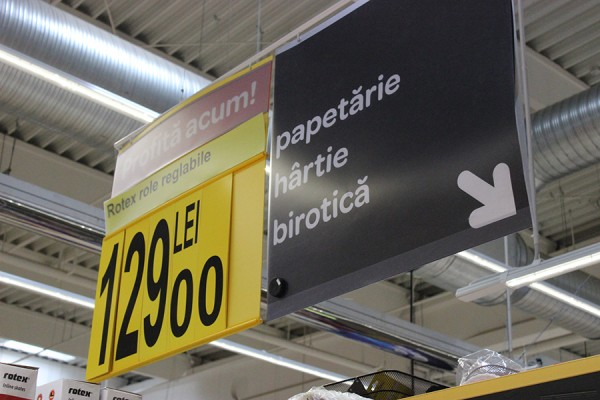 01 Onyx Beacon One, placed in a store department in Carrefour - detail 1